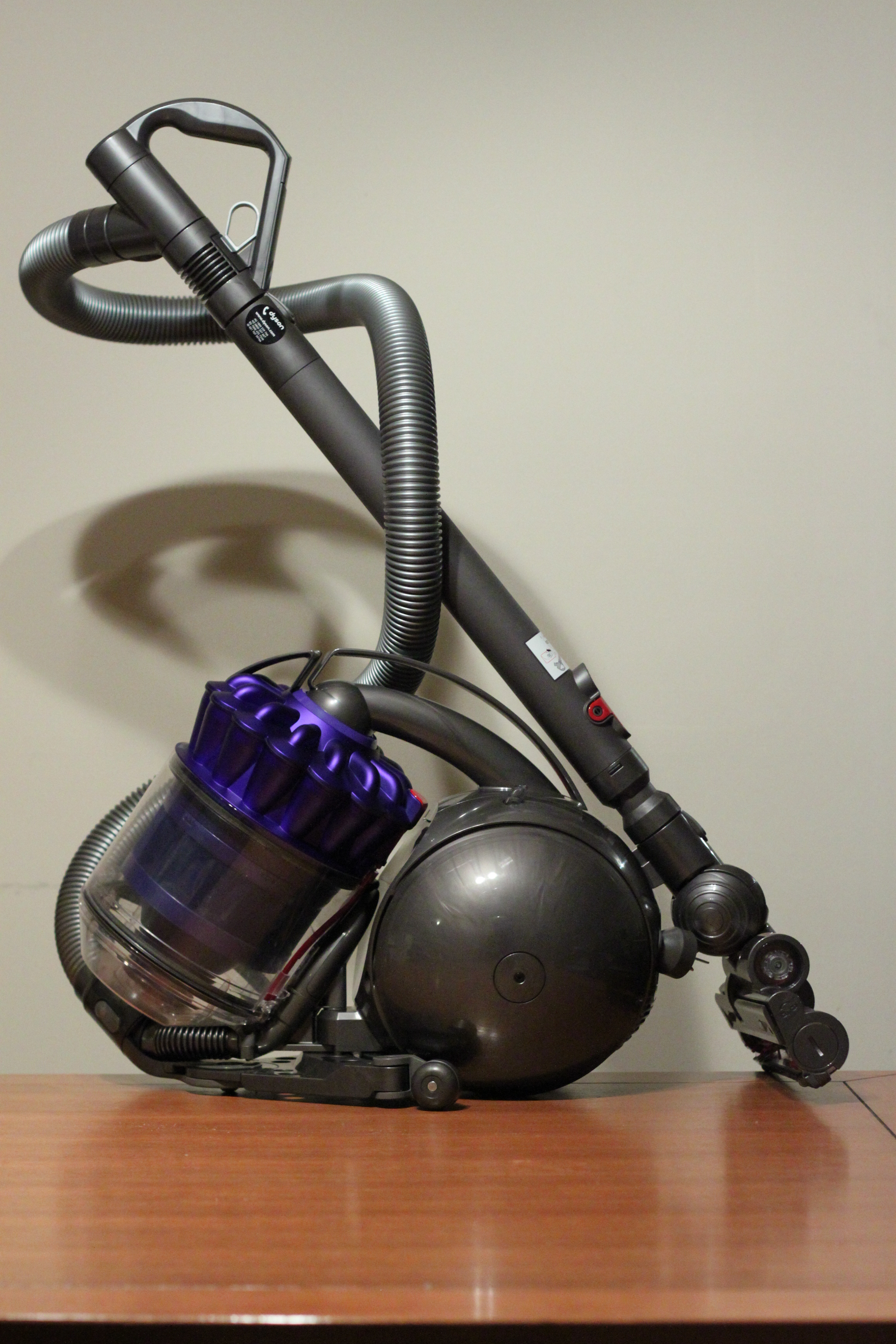 dyson ball dc39 vacuum cleaner first look ritchie 39 s room. Black Bedroom Furniture Sets. Home Design Ideas
